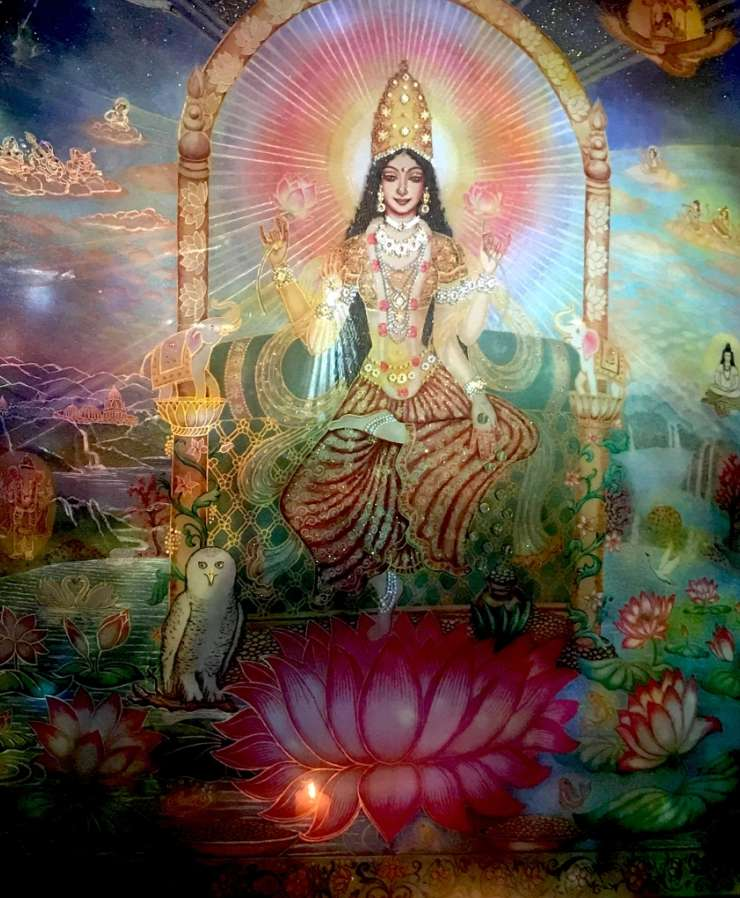 lakshmi-on-the-lotus-throne-view-during-the-light-show